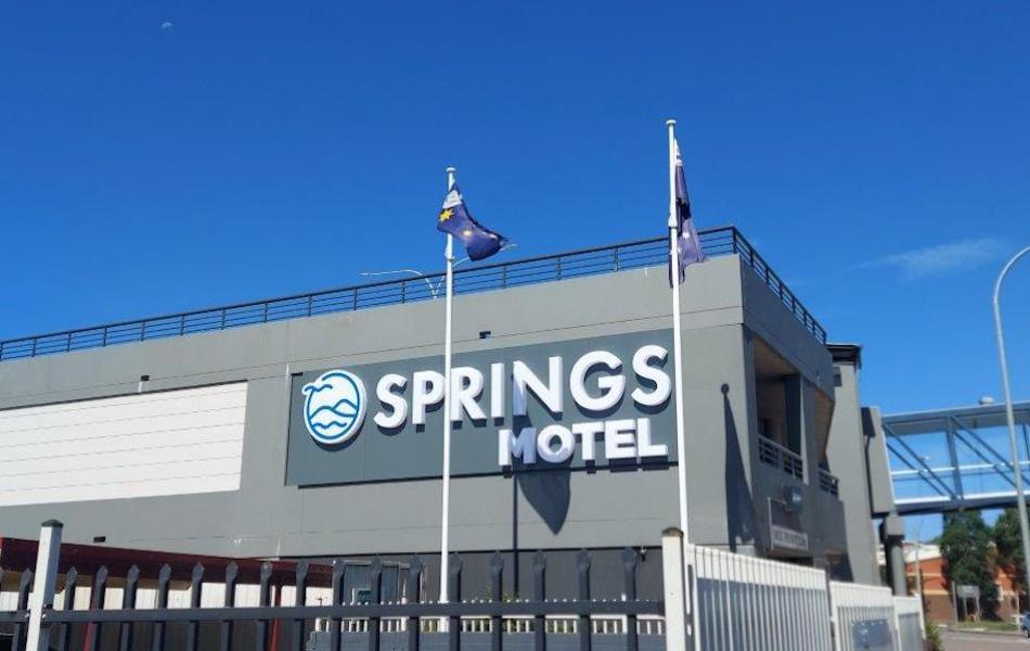 SWS-Signage-Springs-Motel