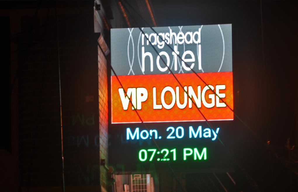 illuminated led outdoor signage nags hotel newcastle